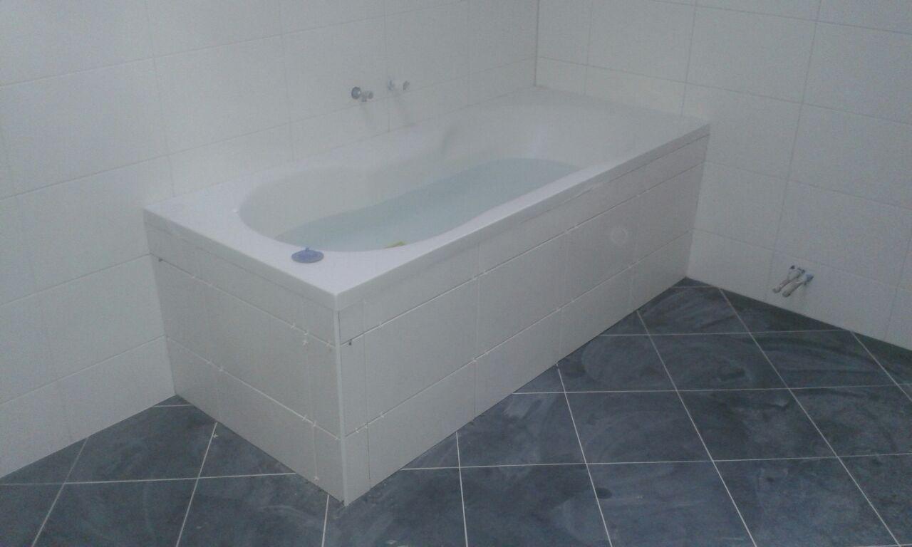 Unsere referenzen trockenbau fliesen laminat tapeten fenster und t ren - Laminat im badezimmer ...